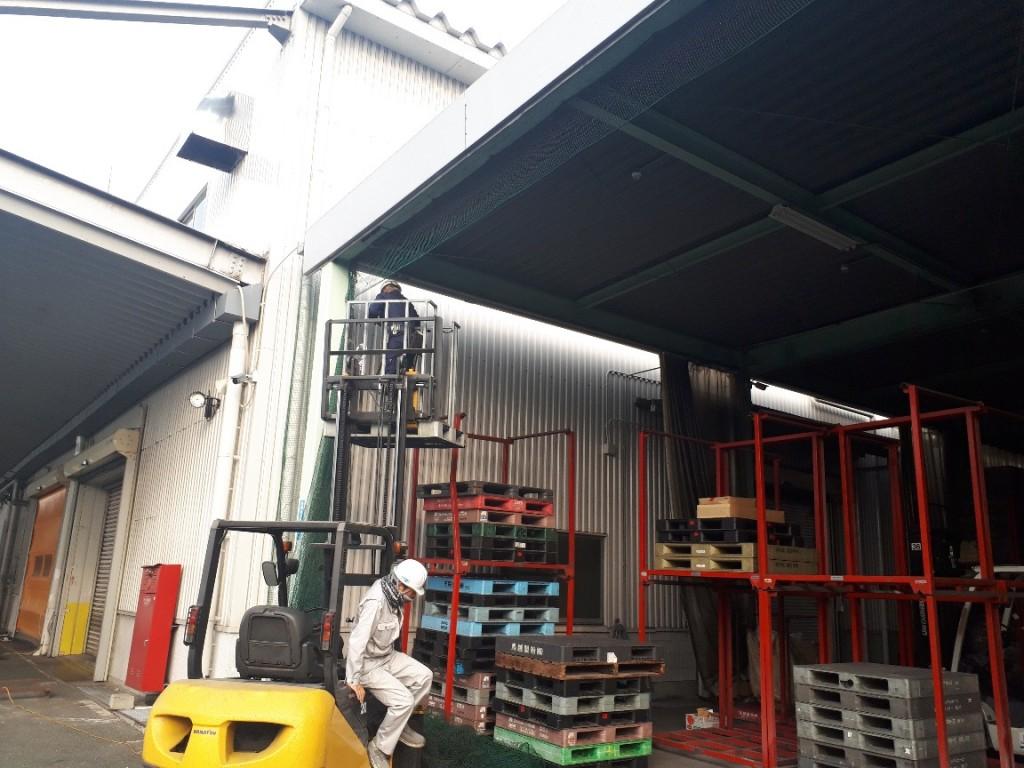 倉庫出入口ネット設置工事