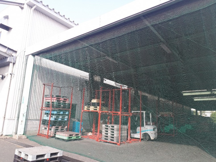 倉庫出入口ネット設置工事 施工写真その2